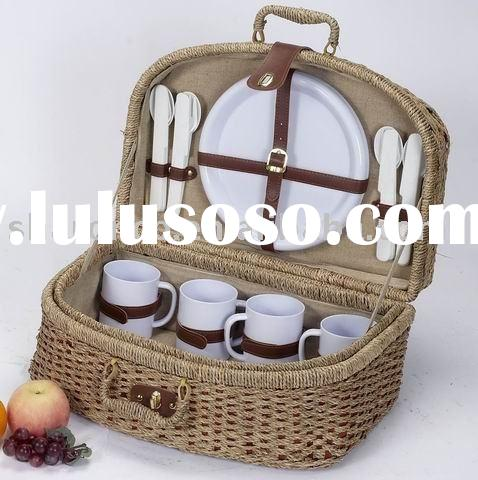 Picnic basket for 4 persons with full set of dinnerware