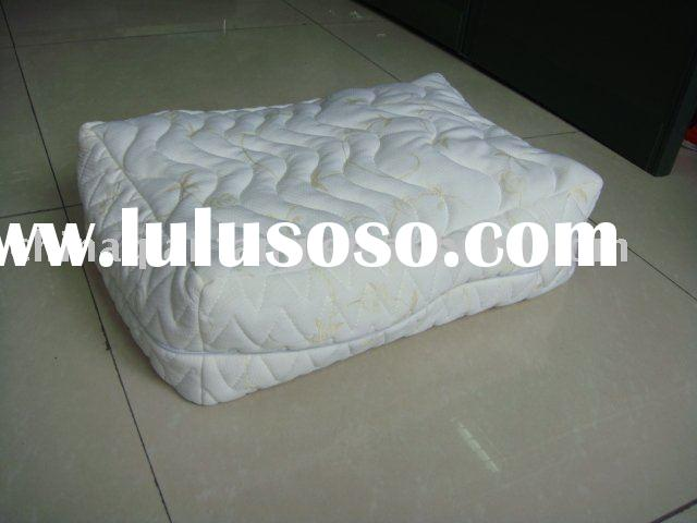 Quilted mattress cover with zipper