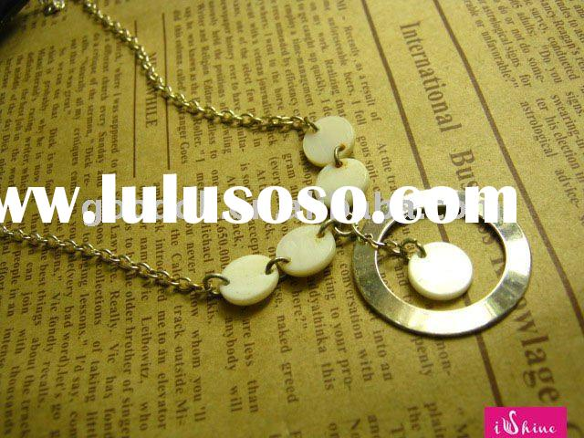 fashion white shell button necklace with alloy pendant