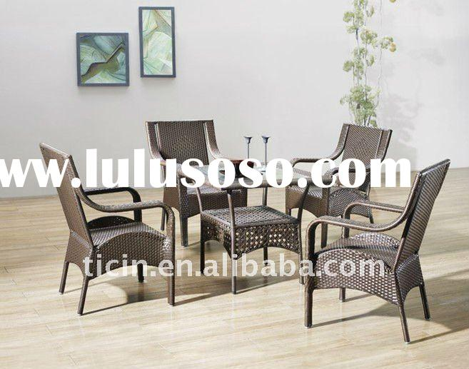 Rattan Dining Table and Chair Set with glass top