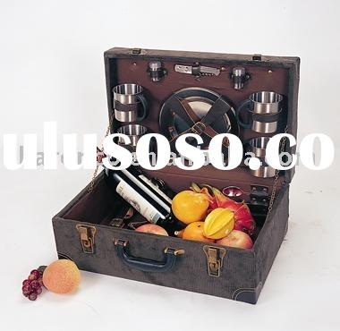 Wooden picnic basket for 4 persons