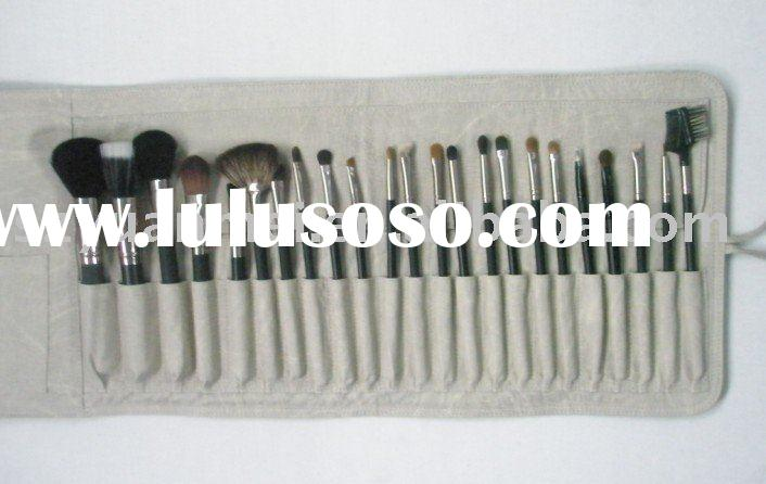 professiol makeup kits with elegant brush roll,including powder brush ,eyeshadow , foundation ,vario