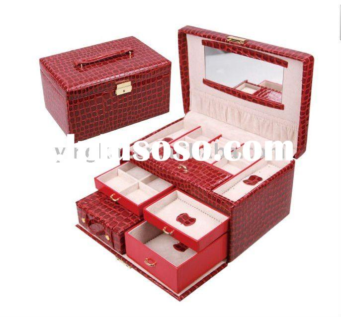 Carry on style mirrored leather jewelry box with handle
