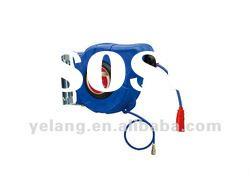 Automatic retractable air / water hose reel