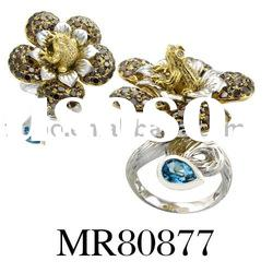 18 carat gold with diamond flower ring for glamorous ladies
