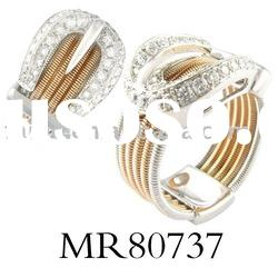 gorgeous 18 carat gold with ring for glamorous ladies