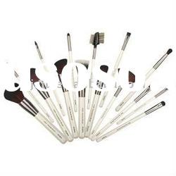 professional white cosmetic makeup brushes set