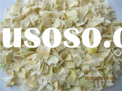 Dehydrated onion flakes
