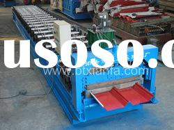 Joint-hidden metal roofing panel roll forming machine with hydraulic cutting