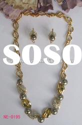 Elegant design hot sale crystals and pearl jewelry gold plated necklace earrings set