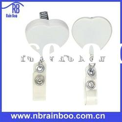 Top quality novelty hearted shape plastic retractable pull reel badge holder for promotion