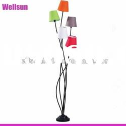 5 arms floor lamp in shinny black with 5 shades