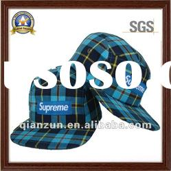 5 panels flat brim plaid baseball cap with woven label on the front of the cap