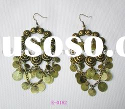 Unique design fashion costum jewelry metal alloy burnish gold big chandelier earrings