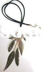 fashion necklace with alloy leaves