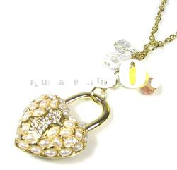 lock shape pendant necklace with pearl bead crystal diamond