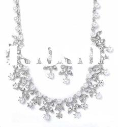New Fashion Jewelry of Pearl & CZ Diamond Necklace Bridal Set Matching Earrings