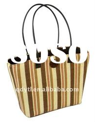 Attractive summer wheat straw beach bag