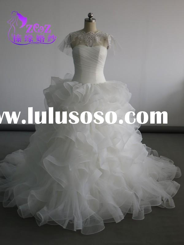 China Supplier CL-W060 Organza Ruffles skirtPleats Strapless Bride Gown with Lace Detachable Wraps/S