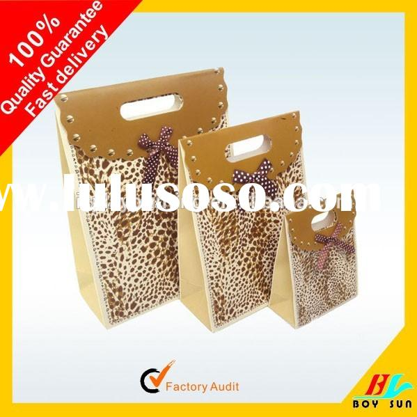 custom paper gift bags Custom paper gift bags, paper gift bags imprinted promotional retail paper bags custom printed bags with customized logo or message imprinted paper bags great for universities, colleges, tradeshowslogo imprinted paper bags are an environmentally-friendly alternative to the traditional customized plastic shopping.