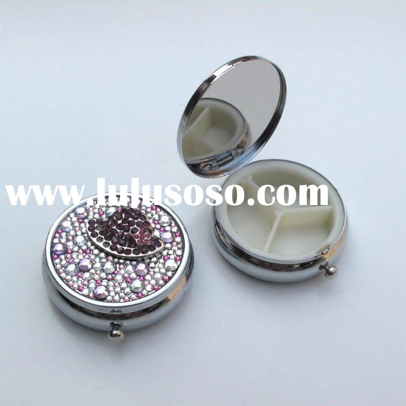 Exquisite fashion portable round pill box with crystal and epoxy coating on the lid