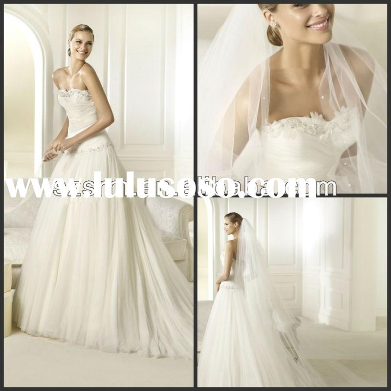 Off shoulder sweetheart a-line white tulle short feather wedding dress